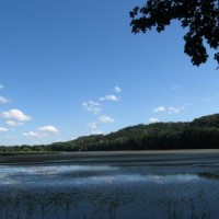 Pohled na rybník Štěpán z hráze.