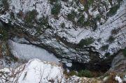 Propast Macocha z horního můstku v zimním aspektu