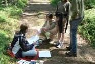 Plnění úkolů na trase Zlatého listu, kolektivní soutěže mladých ochránců přírody | Autor: Zdena Koberová