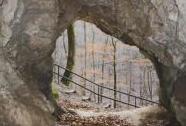 Jeskyně Ve Zkamenělém zámku - výhled z jeskyně | Autor: Olga Suldovská